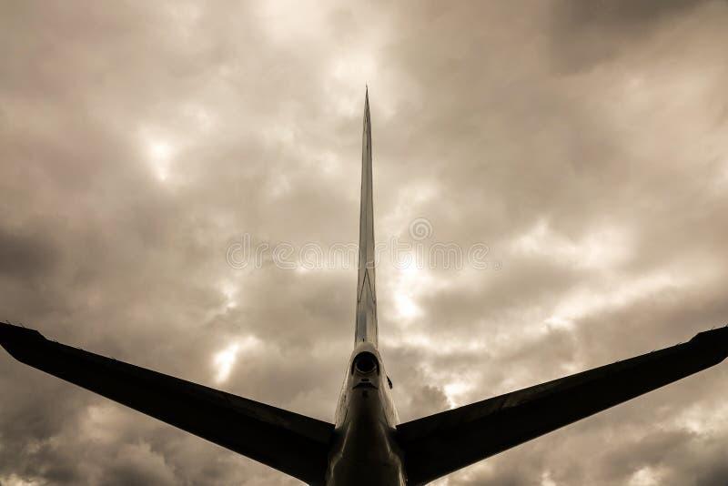 Image de Dystopic de l'aile de queue sur un avion à réaction/avion images stock