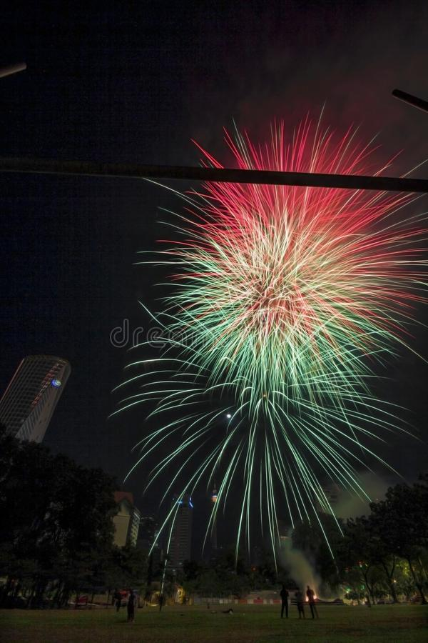 Image de feu d'artifice au-dessus de Kuala Lumpur photos stock