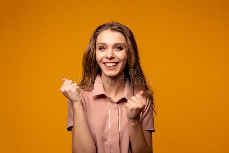 Image de fille sortie heureuse images libres de droits