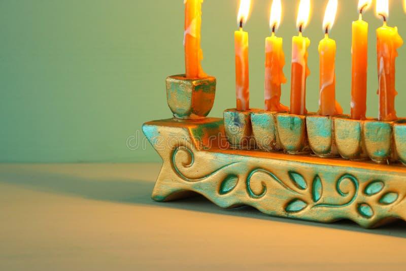 image de fond juif de Hanoucca de vacances avec le menorah et le x28 ; candelabra& traditionnel x29 ;