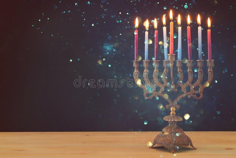 Image de fond juif de Hanoucca de vacances avec le menorah et le x28 ; candelabra& traditionnel x29 ; et bougies