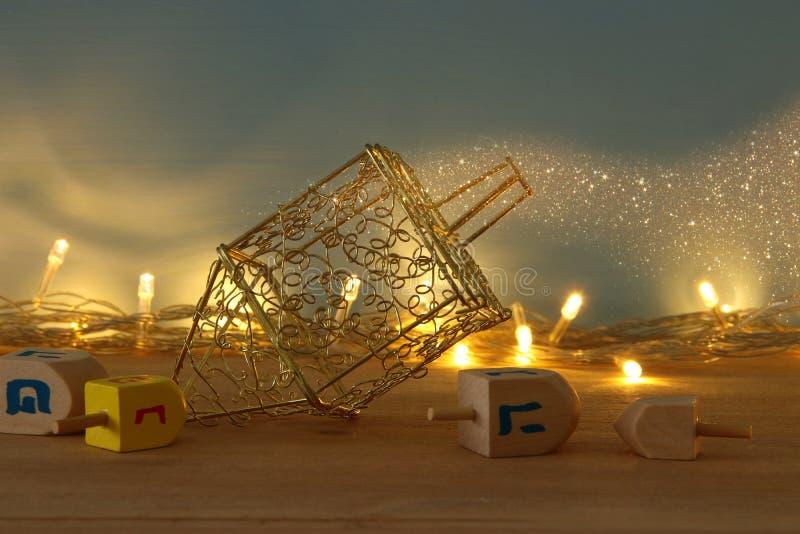 Image de fond juif de Hanoucca de vacances avec le menorah et le x28 ; candelabra& traditionnel x29 ; et bougies brûlantes photographie stock libre de droits