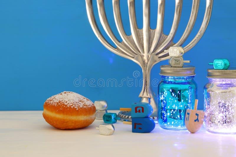 image de fond juif de Hanoucca de vacances avec le menorah et le x28 ; tradit