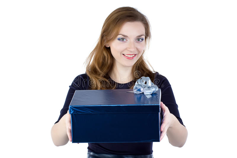 Image de jeune femme donnant le cadeau photos stock