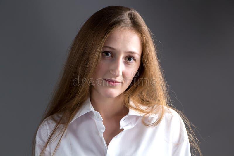 Image de jeune femme mignonne photographie stock