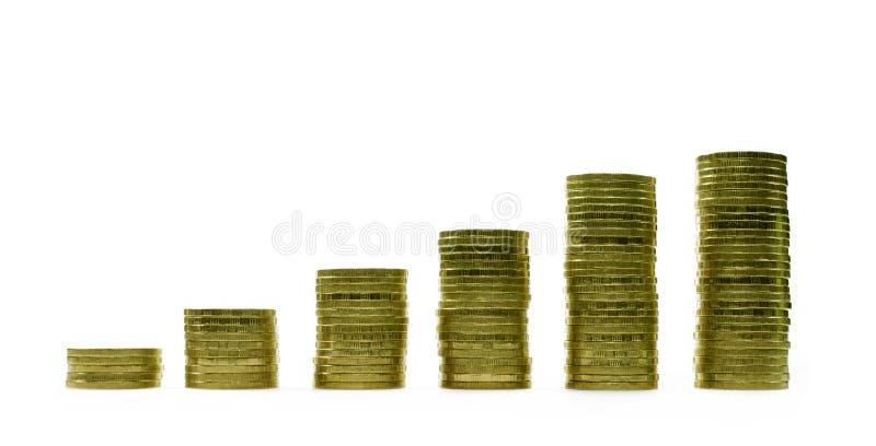 Image de l'étape des piles de pièces de monnaie sur le fond blanc pour le concept économique d'affaires photo libre de droits