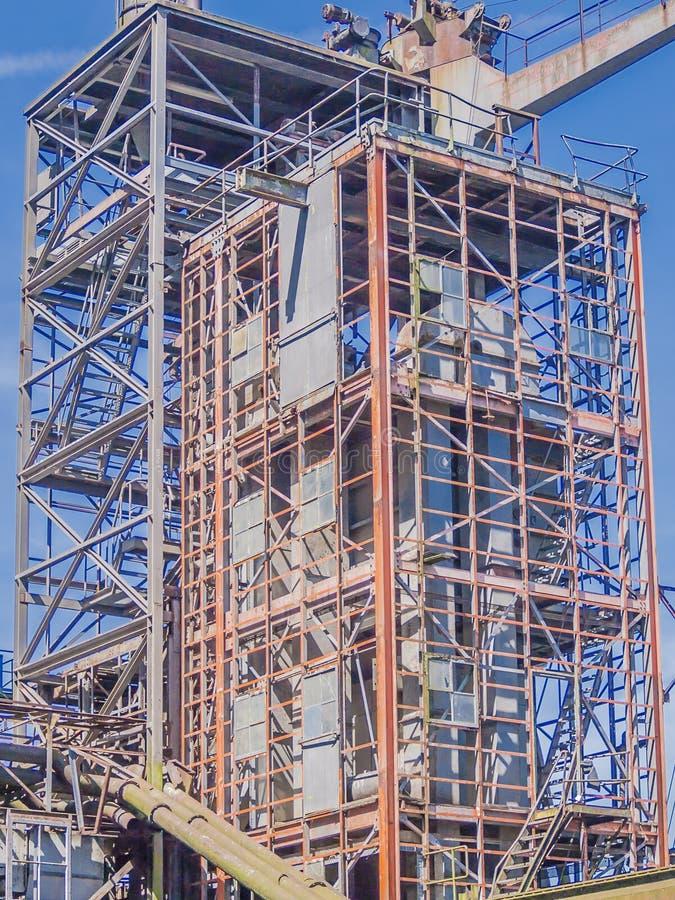 Image de la construction métallique d'une usine abandonnée dans la ville de Rotterdam images stock