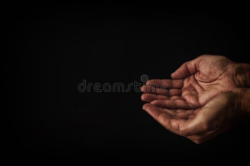image de la main masculine ouverte priant pour l'aide photographie stock libre de droits
