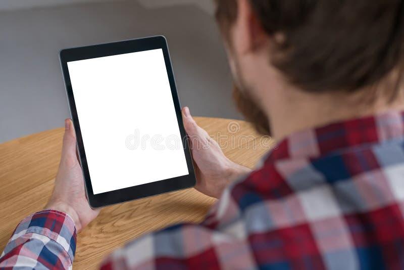 Image de maquette de tablette num?rique avec l'?cran vide blanc dans des mains de l'homme photos libres de droits