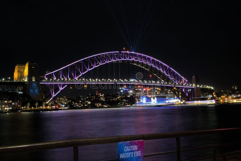 Image de nuit de Sydney Harbour Bridge dans l'Australie photo libre de droits
