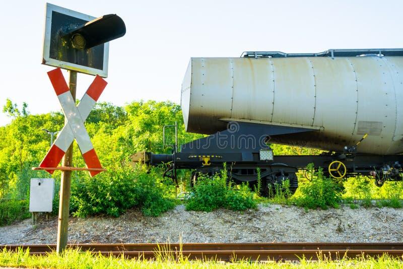 Image de transport de pétrole ou de carburant dans les réservoirs par le chemin de fer photographie stock