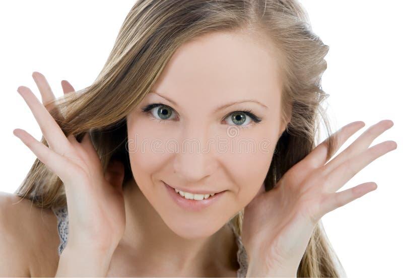 Image de visage de sourire de femme avec la main elle entendre photographie stock