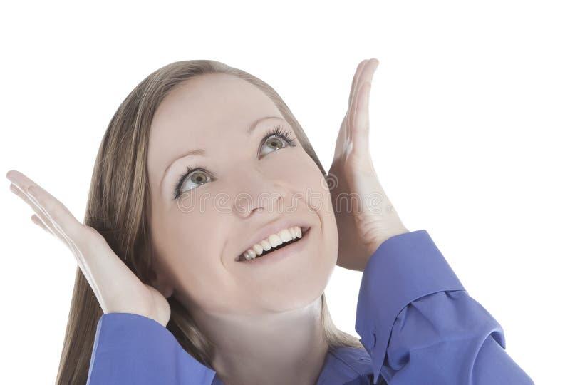 Image de visage de sourire de femme avec la main elle entendre images stock