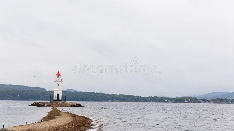 Image de zone côtière de mer avec le phare photographie stock