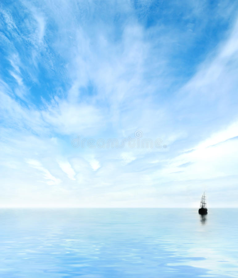 Image du ciel bleu, de l'eau et d'un bateau isolé photo libre de droits