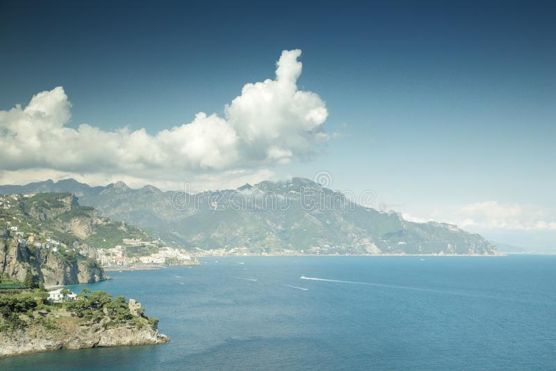 Image du paysage marin en italie image stock