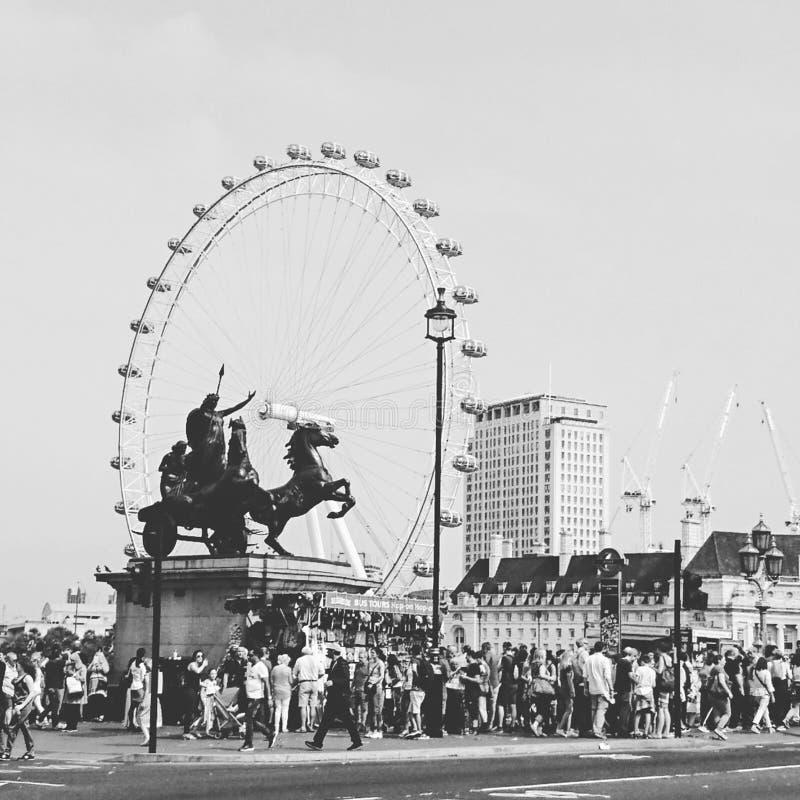 Image en noir et blanc de l'oeil de Londres photographie stock libre de droits
