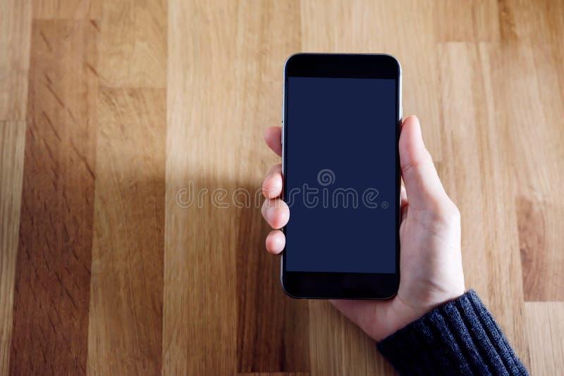 Image futée de maquette de téléphone avec la main femelle photographie stock