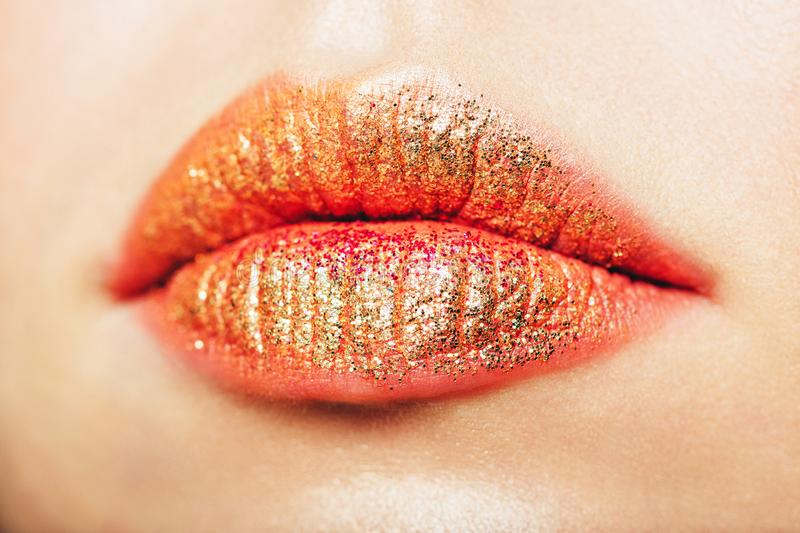 Image haute étroite des lèvres de scintillement image stock