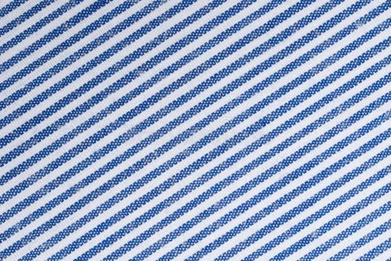 Image haute étroite du fond blanc et bleu de surface de texture de tissu photographie stock