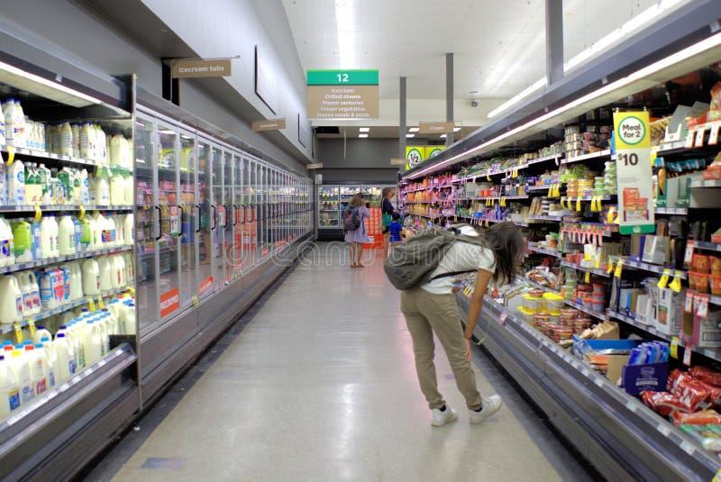 Image intérieure de supermarché Woolworths dans l'Australie photo stock