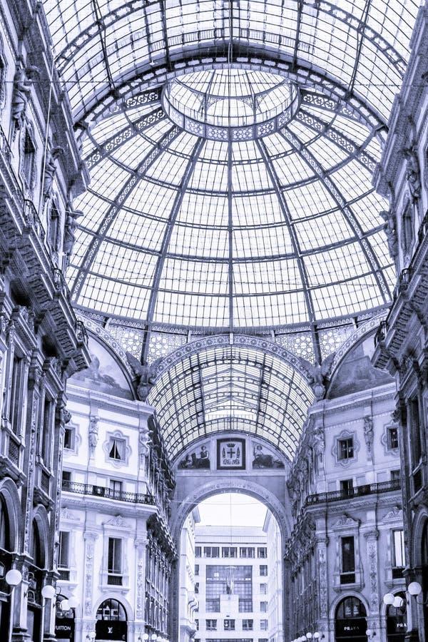 Image noire et blanche de l'intérieur de la galerie photographie stock