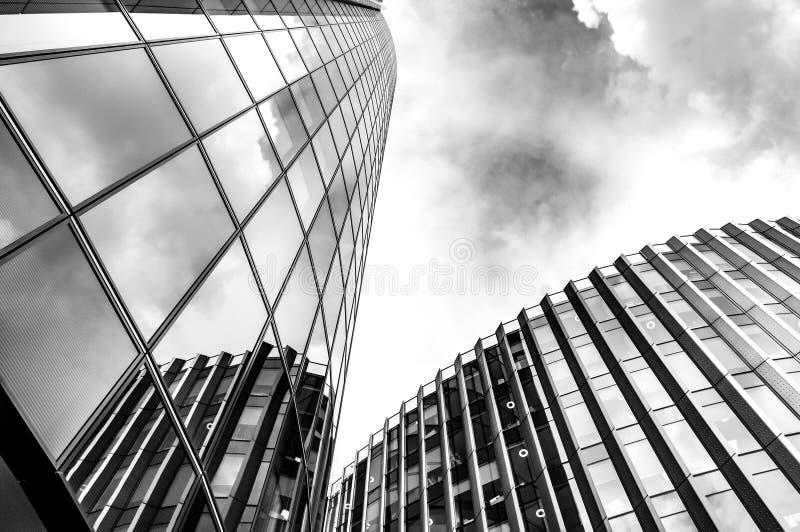 Image noire et blanche des gratte-ciel en acier et en verre de Londres a image stock