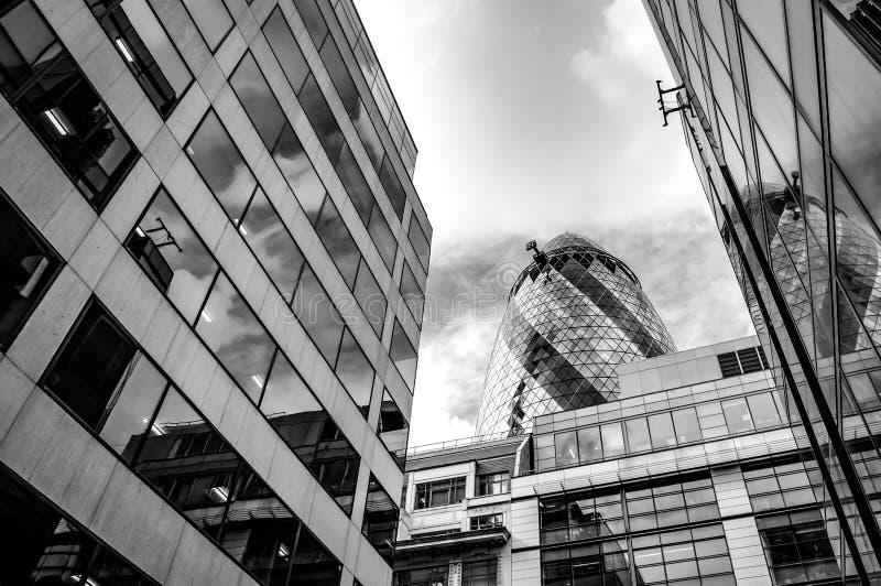 Image noire et blanche des gratte-ciel en acier et en verre de Londres a photo libre de droits