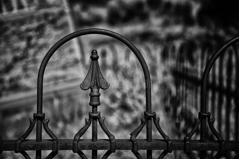Image noire et blanche du fer travaillé I photographie stock libre de droits