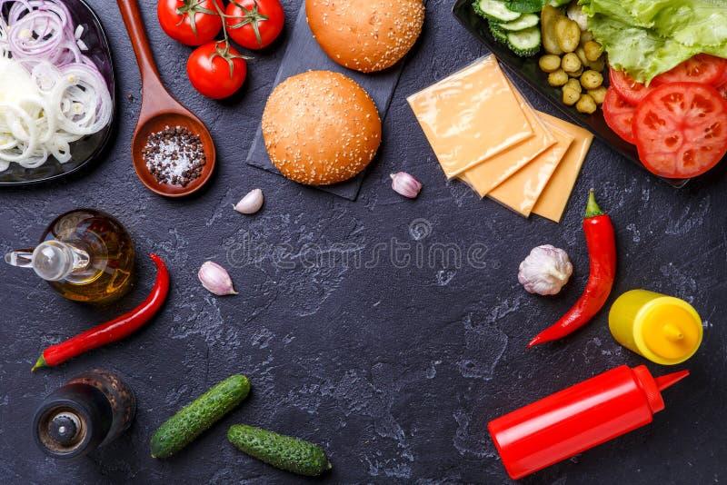 Image sur des ingrédients pour des hamburgers photos stock