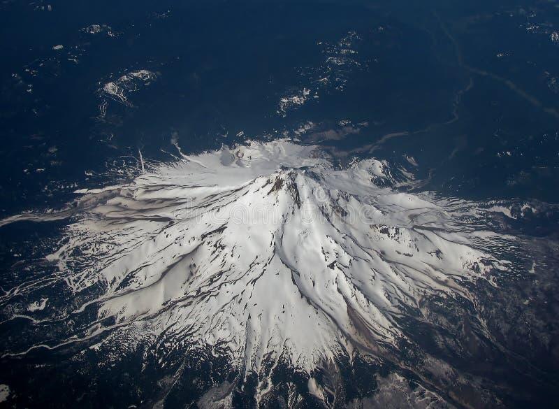 Imagem aérea da capa da montagem em Oregon, EUA imagens de stock royalty free