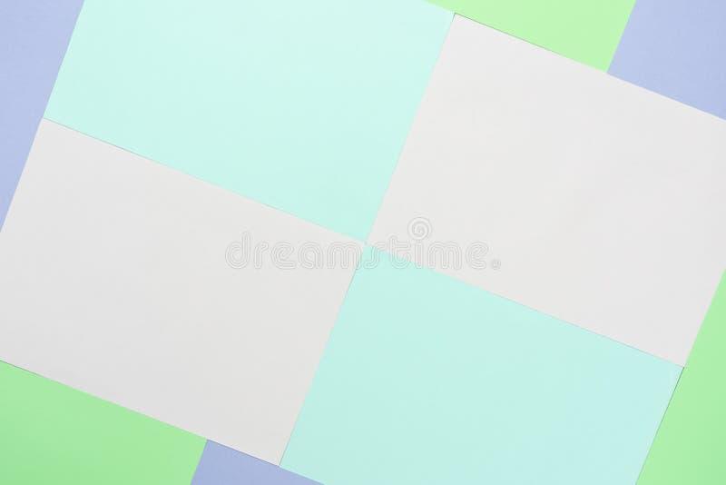 Imagem aérea da opinião de tampo da mesa do conceito de papel pastel colorido do fundo imagens de stock