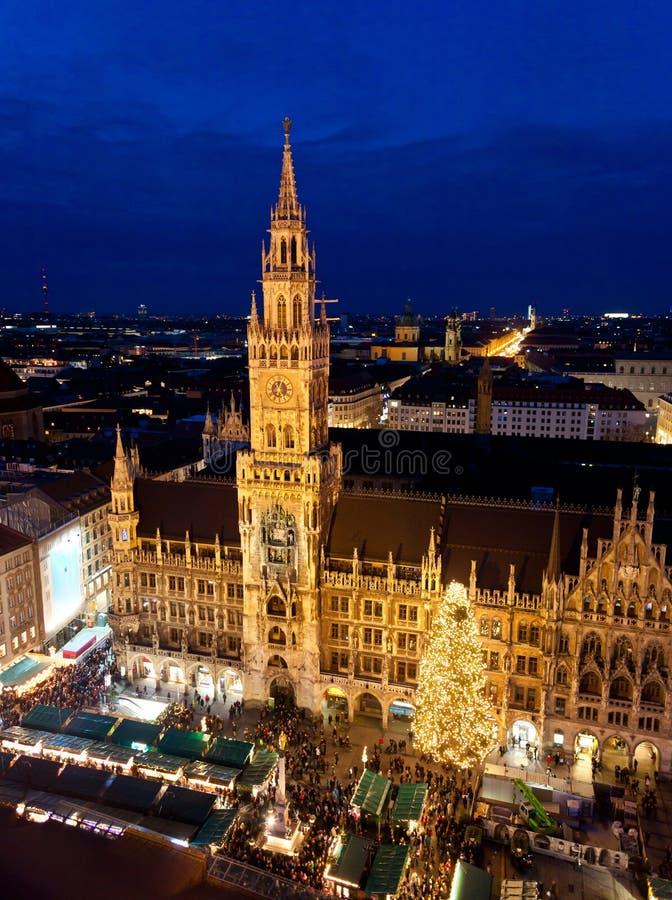 Imagem aérea de Munich com mercado do Natal fotografia de stock