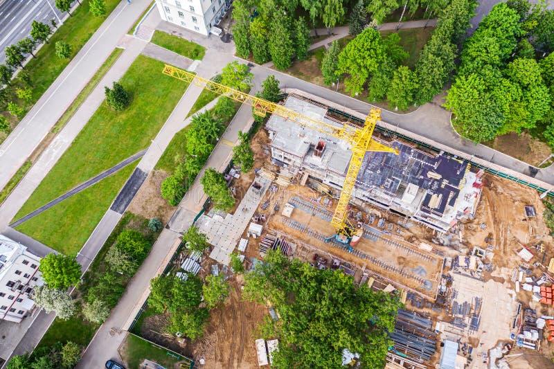Imagem aérea do canteiro de obras na cidade Fotografia do zang?o imagem de stock