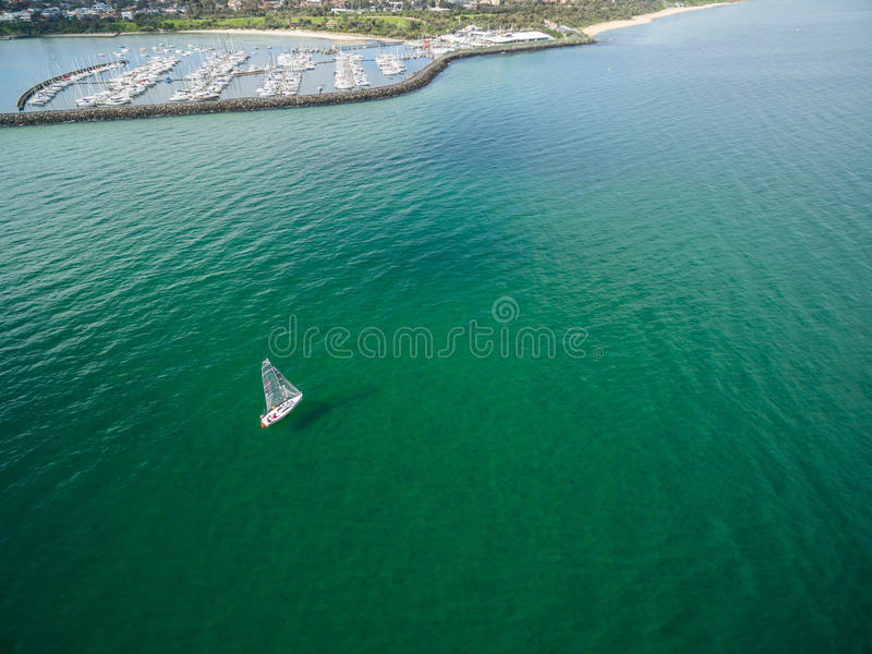 Imagem aérea do veleiro perto do porto de Sandringham fotografia de stock
