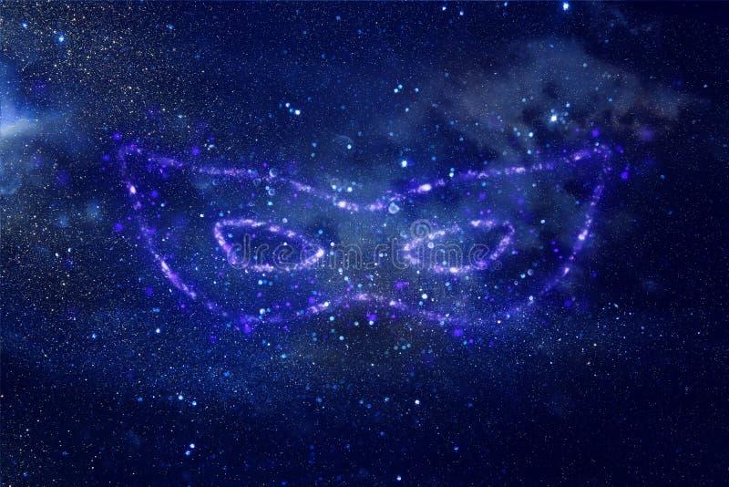 A imagem abstrata e mágica da máscara azul do brilho feita da faísca ilumina-se sobre o fundo azul enevoado escuro ilustração do vetor