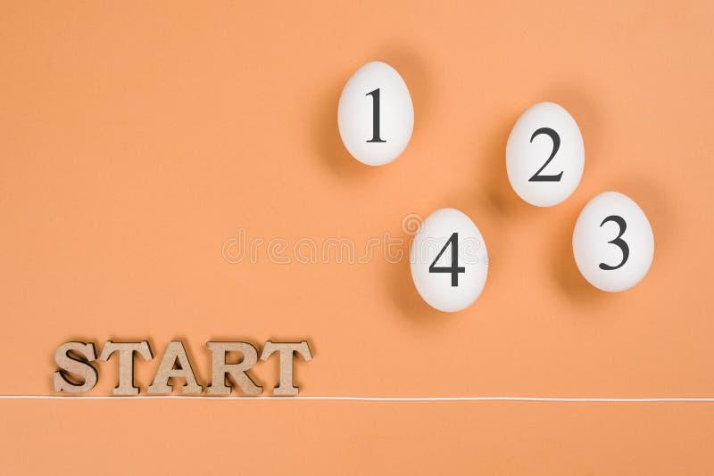 Imagem abstrata O começo e os ovos da palavra na maneira do início ao fim imagem de stock royalty free