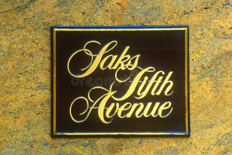 Imagem alterada Digital do sinal de Saks Fifth Avenue foto de stock