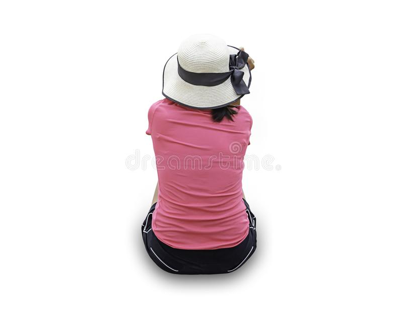 A imagem atrás do chapéu vestindo da mulher que senta-se em um fundo branco com trajeto de grampeamento fotos de stock