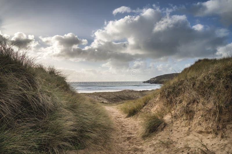 Imagem bonita da paisagem da praia ocidental de água doce com dun da areia imagem de stock