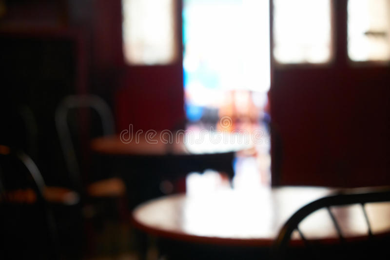 A imagem borrada do interior do café em Valletta, Malta imagens de stock