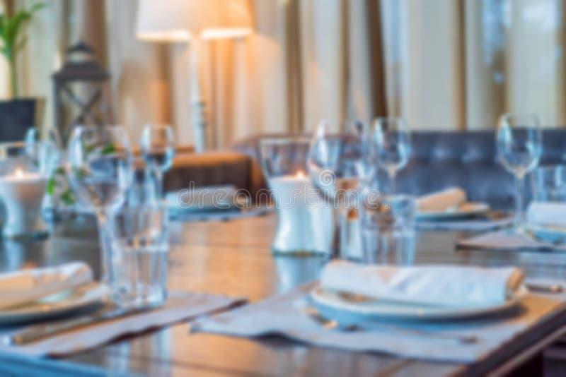 Imagem borrada do interior do restaurante fotografia de stock royalty free