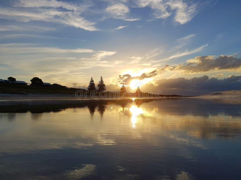 Imagem calma por do sol épico de Nova Zelândia recolhida fotografia de stock royalty free