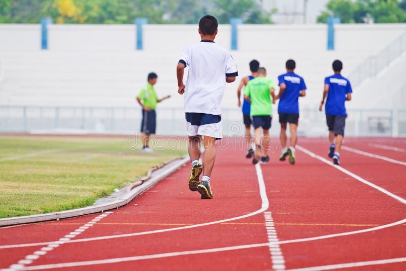 Imagem colhida do corredor no corredor competitivo fotografia de stock royalty free