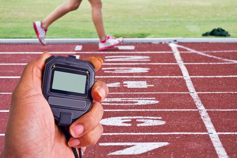 Imagem colhida do corredor no corredor competitivo foto de stock royalty free