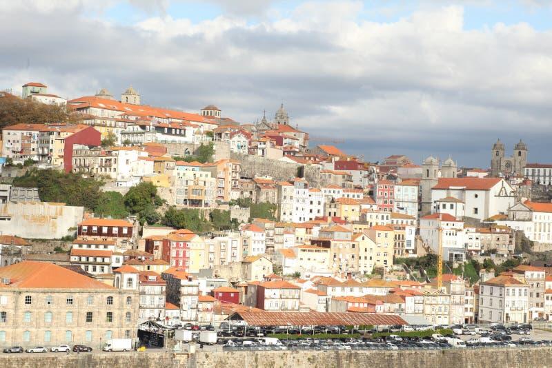 Imagem com um barco no rio Douro A imagem de stock