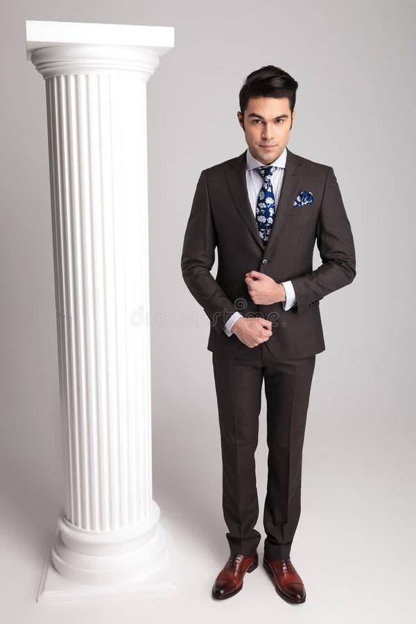 Imagem completa do corpo de um homem de negócio elegante imagens de stock royalty free