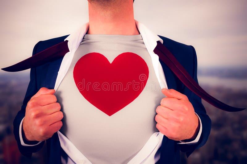 Imagem composta da camisa da abertura do homem de negócios no estilo do super-herói foto de stock