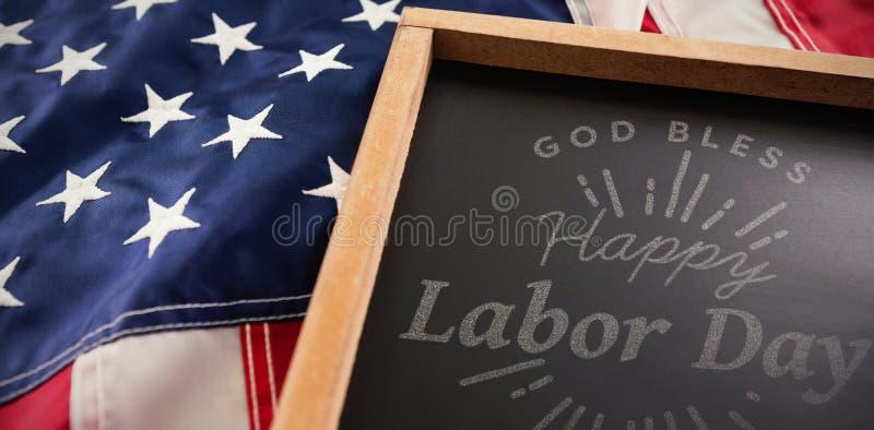 A imagem composta da imagem composta digital do Dia do Trabalhador feliz e o deus abençoam o texto de América imagens de stock royalty free