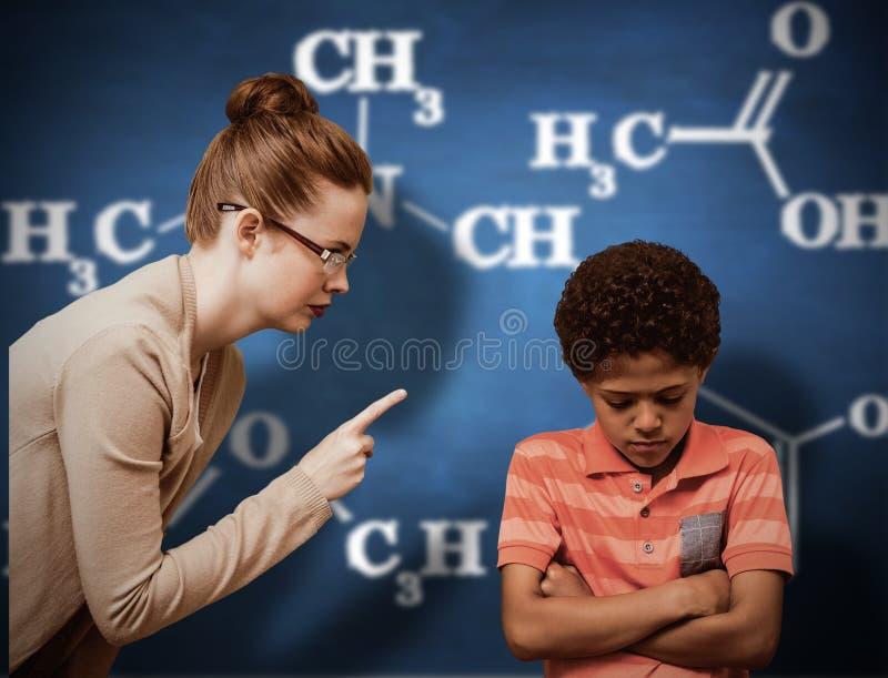 Imagem composta da gritaria do professor fêmea no menino imagem de stock